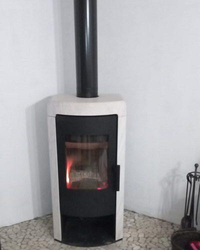 Stufa a legna Rika con pietra di accumulo di calore